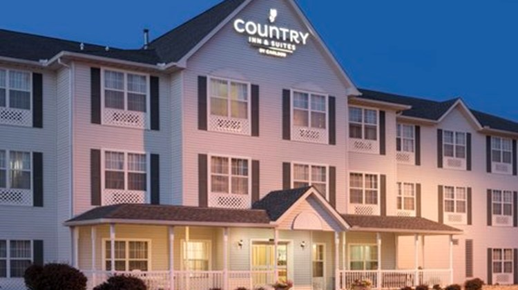 Country Inn & Suites Moline, IL Exterior