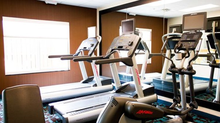 Fairfield Inn & Suites Hutchinson Health Club