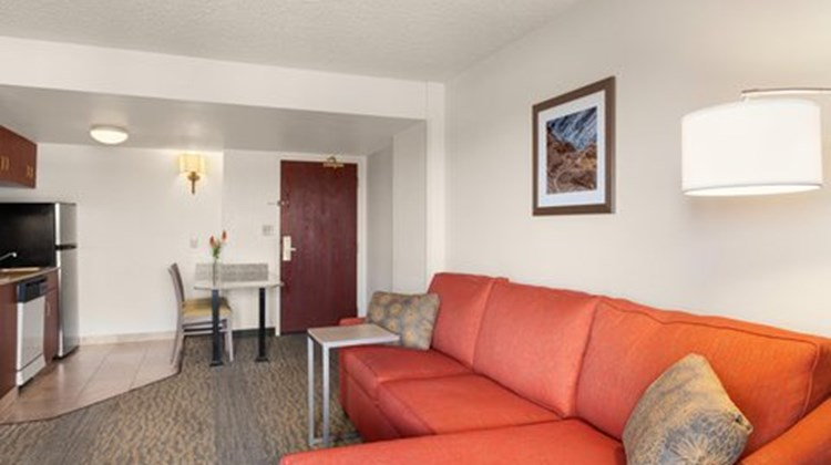 Hampton Inn & Suites Denver/Cherry Creek Suite