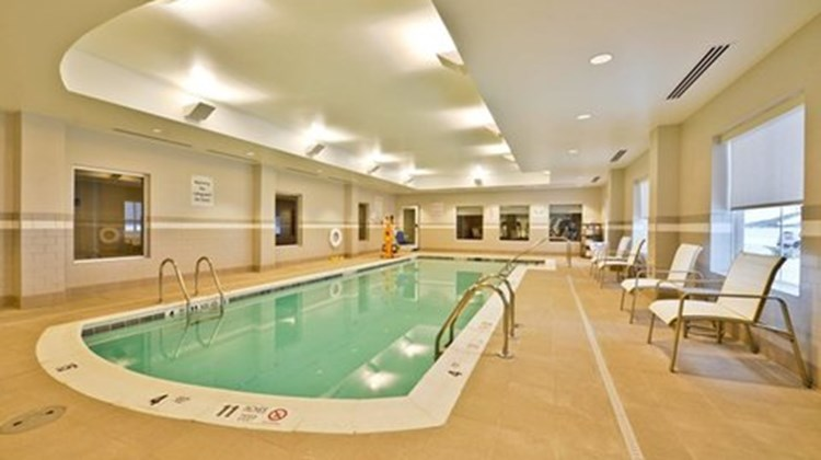 Holiday Inn Express and Suites Utica Pool