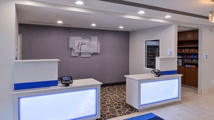 Holiday Inn Express & Suites Lexington Lobby