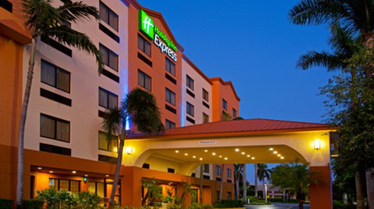Holiday Inn Express & Suites FLL Arpt W Exterior
