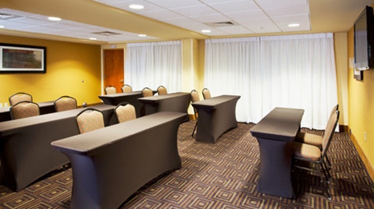 Holiday Inn Express & Suites FLL Arpt W Meeting