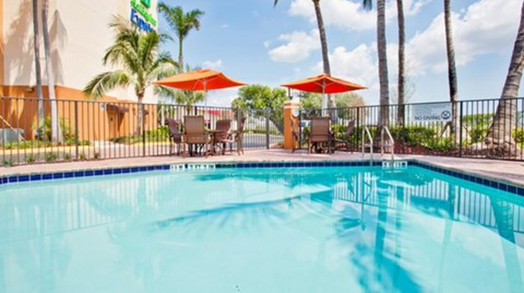 Holiday Inn Express & Suites FLL Arpt W Pool