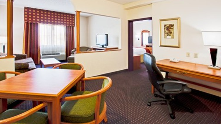 Holiday Inn Express & Suites FLL Arpt W Suite