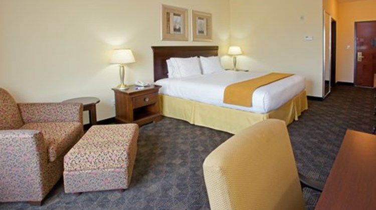 Holiday Inn Express & Suites Pearland Room