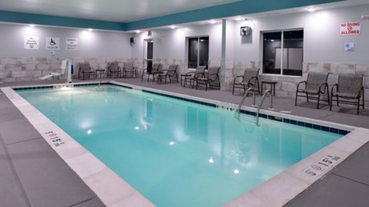 Holiday Inn Express & Suites Lexington Pool
