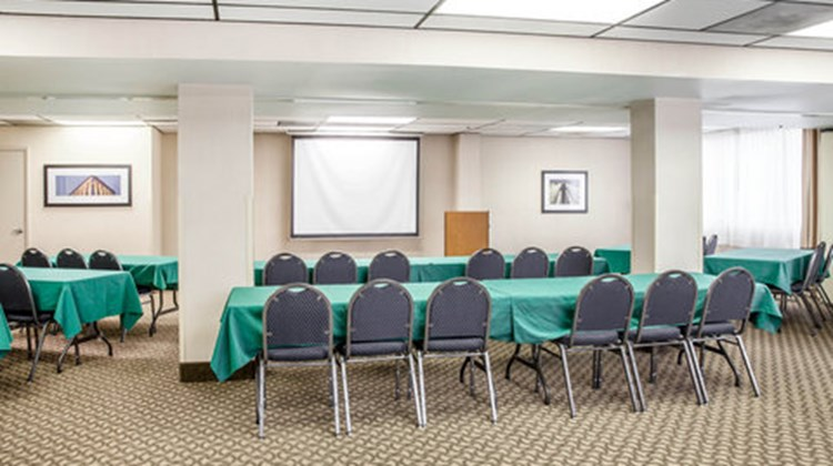 Comfort Inn & Suites Alexandria Meeting