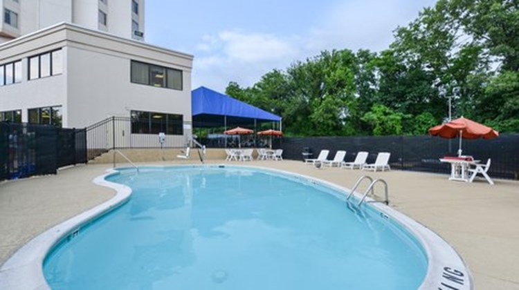 Comfort Inn & Suites Alexandria Pool