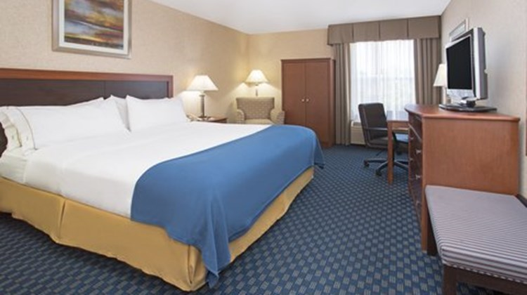 Holiday Inn Express & Suites Abilene Suite