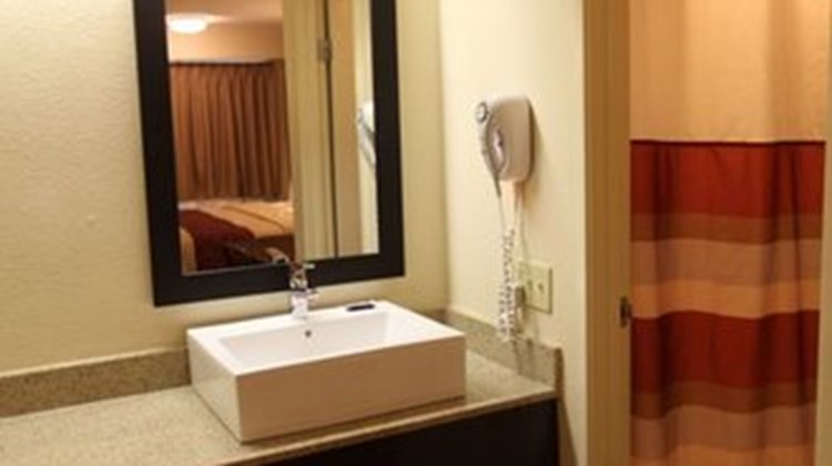 Red Roof Inn Toledo - Maumee Room