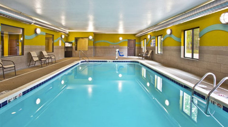 Holiday Inn Express Hastings Pool