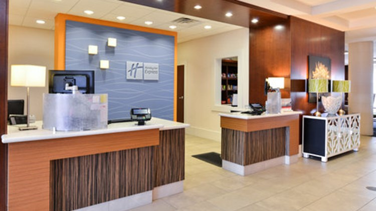 Holiday Inn Express & Suites Terre Haute Lobby
