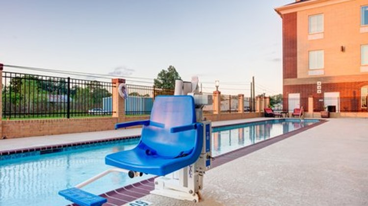 Holiday Inn Express Suites Raceland Pool