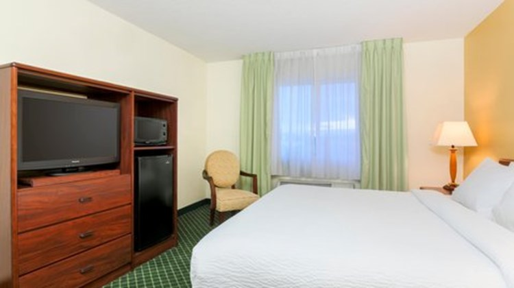 Fairfield Inn by Marriott Erie Room