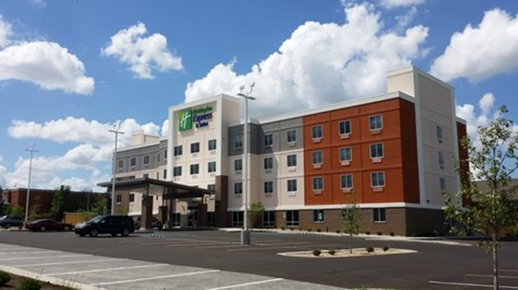 Holiday Inn Express & Suites Lexington Exterior