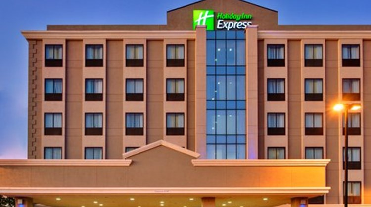 Holiday Inn Express Los Angeles Exterior