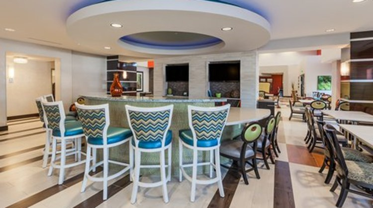 Holiday Inn Express & Suites Eureka Restaurant