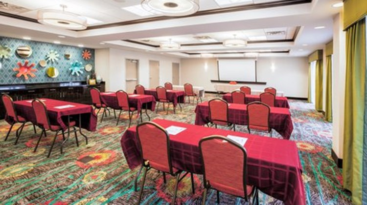 Holiday Inn Express & Suites Eureka Meeting