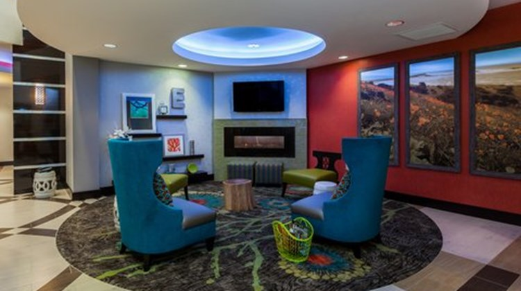 Holiday Inn Express & Suites Eureka Lobby