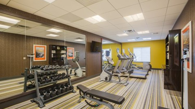 Holiday Inn Express & Suites Eureka Health Club