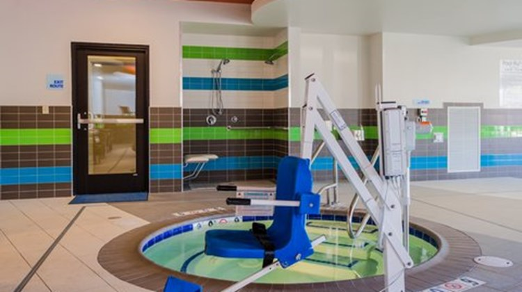 Holiday Inn Express & Suites Eureka Pool