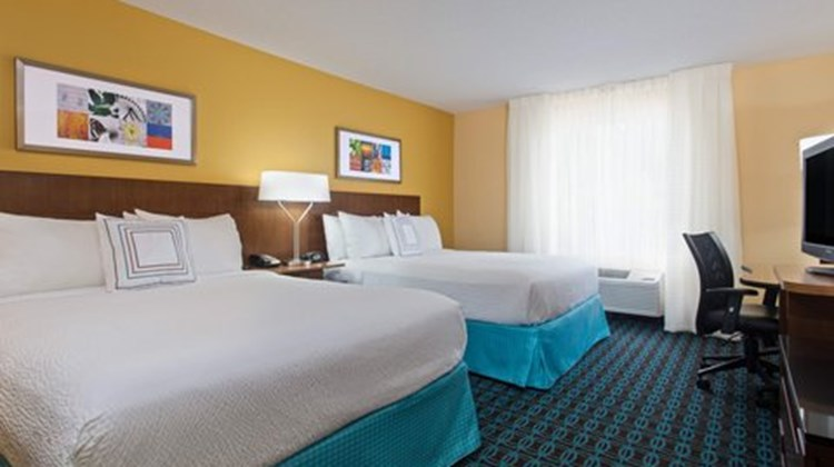 Fairfield Inn & Suites Tampa Brandon Room