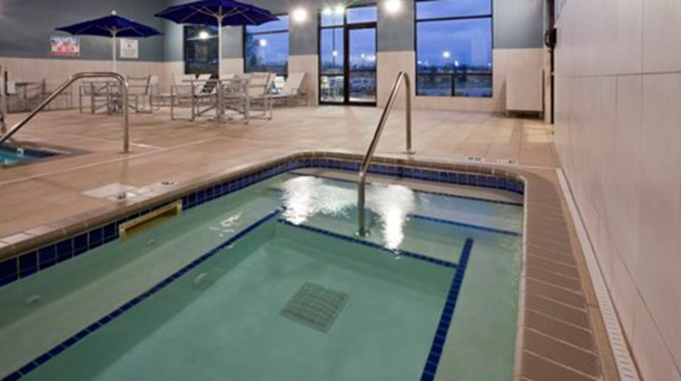 Holiday Inn Express Minneapolis Pool