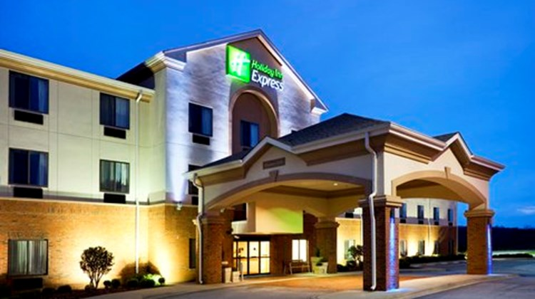 Holiday Inn Express Forest City Exterior