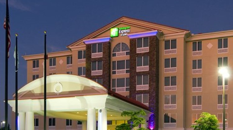 Holiday Inn Express Hotel & Suites West Exterior