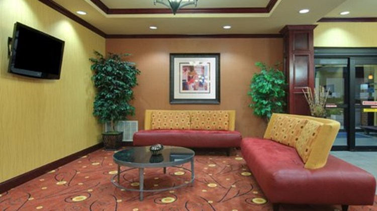 Holiday Inn Express Hotel/Suites Ennis Lobby