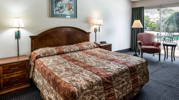 Inn & Suites of Bossier City Room