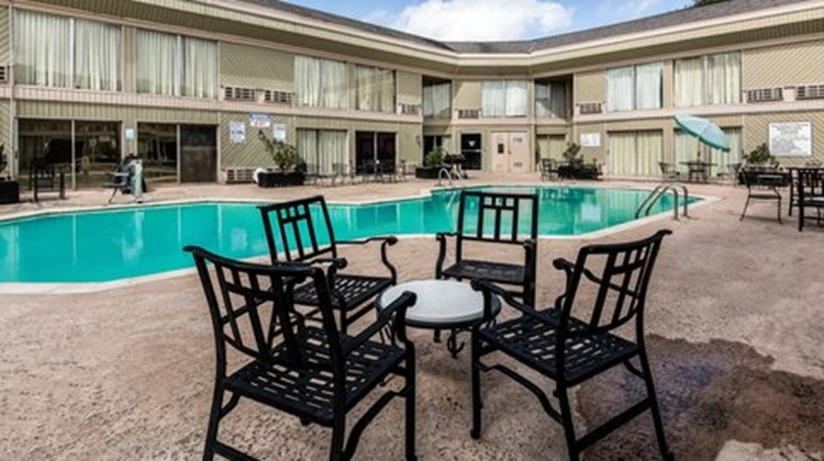 Inn & Suites of Bossier City Pool