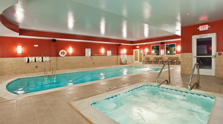 Holiday Inn Express Hotel & Suites Dayto Pool