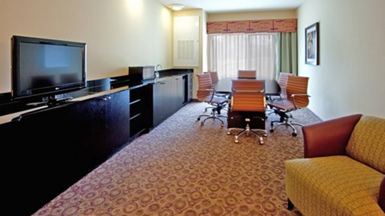 Holiday Inn Express Htl & Stes Univ Area Suite