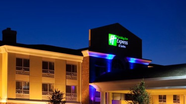 Holiday Inn Express & Suites Lake Zurich Exterior