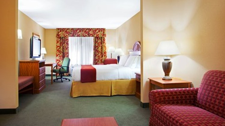 Holiday Inn Express & Suites Lake Zurich Suite