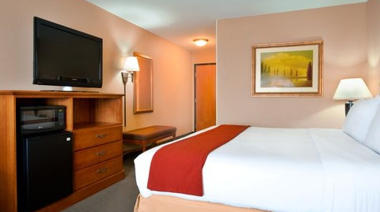 Holiday Inn Express & Suites Lake Zurich Room