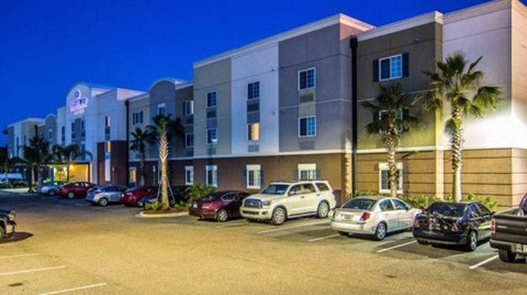 Candlewood Suites East Merril Rd Exterior