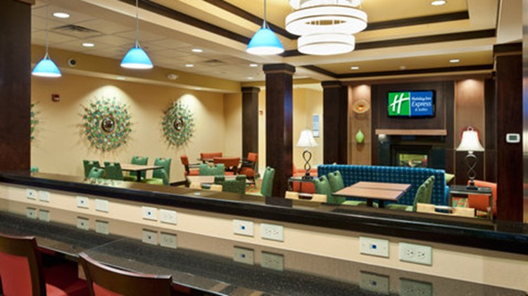 Holiday Inn Express Hotel & Suites Dayto Restaurant