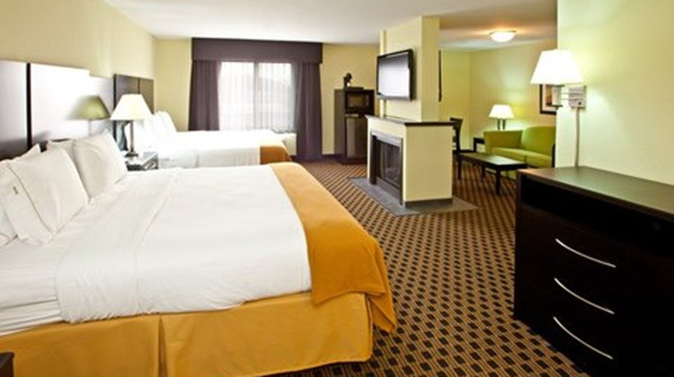 Holiday Inn Express Indianapolis SE Suite