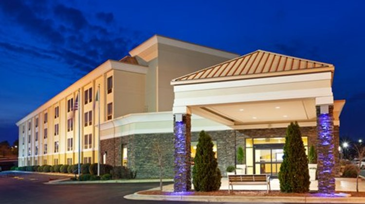 Holiday Inn Express Greensboro Exterior