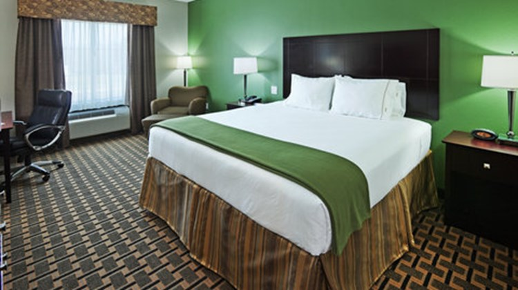 Holiday Inn Express Hotel/Suites Room