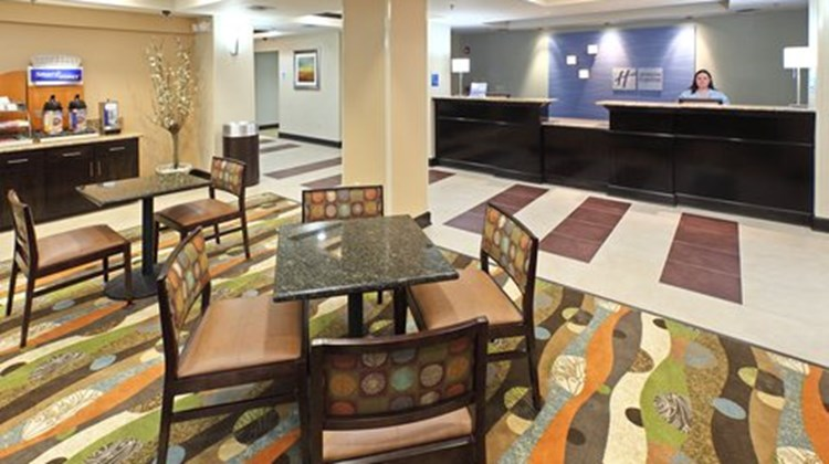 Holiday Inn Express Hotel & Sts Maumelle Lobby