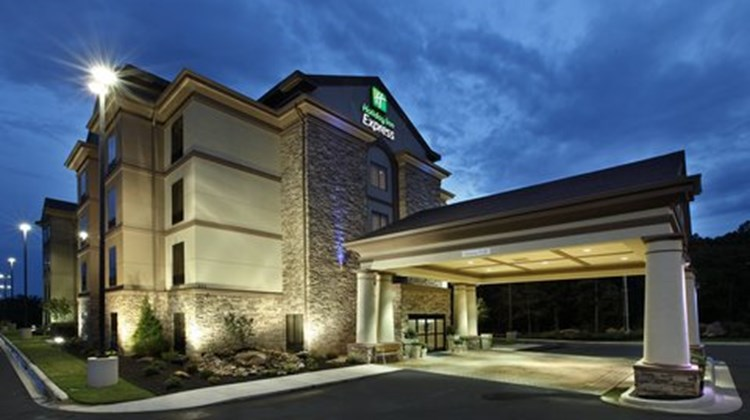 Holiday Inn Express Hotel & Sts Maumelle Exterior