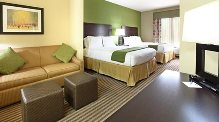 Holiday Inn Express Hotel & Sts Maumelle Suite