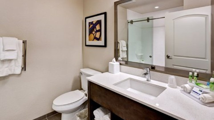 Holiday Inn Express & Suites Manhattan Room