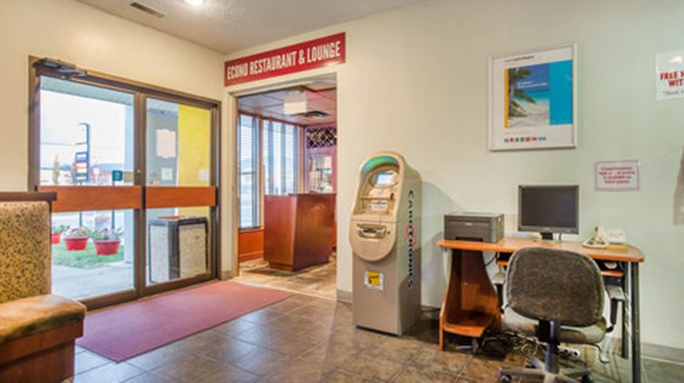 Econo Lodge Inn & Suites Cranbrook Lobby