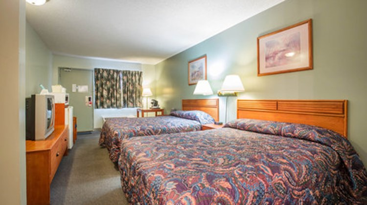 Econo Lodge Inn & Suites Cranbrook Room