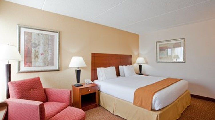 Holiday Inn Express Danville Room